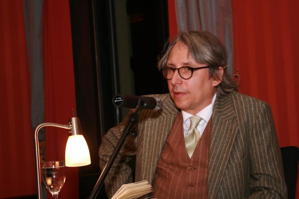 Andreas Öhler vom Rheinischen Merkur führte durch den Abend.