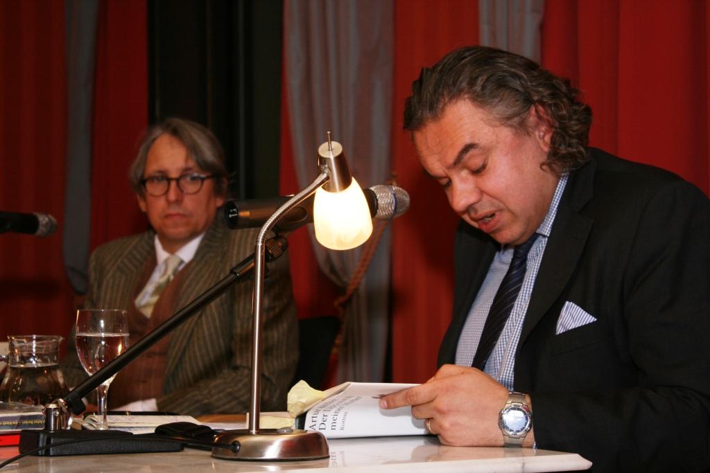 Artur Becker stellte unter Beweis, dass er nicht nur ein ausgezeichneter Schriftsteller, sondern auch ein guter Entertainer ist.