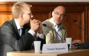"""Die Diskussion wurde lebhaft geführt und drehte sich auch um kontroverse Themen wie das geplante """"Zentrum gegen Vertreubungen"""". Vizekonsul Badowski (l.) im Dialog mit Prof. Bingen (DPI)."""