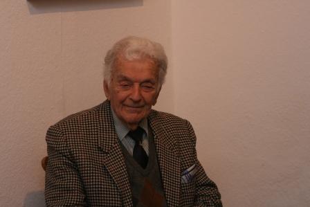 Geiger und Sänger Alfred Schreyer in der Galerie Pokusa